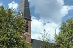 Kerk met vlag
