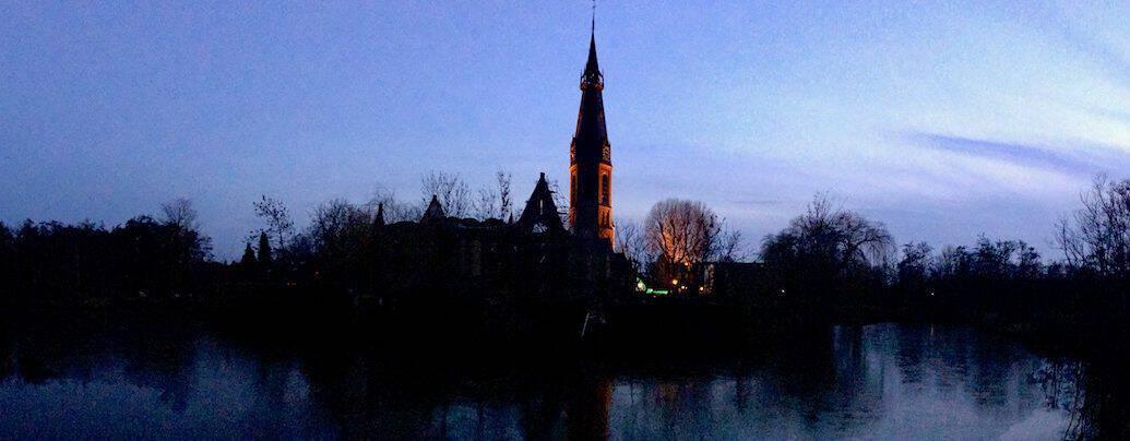 St. Urbanuskerk Bovenkerk - 's avonds vanaf De Poel