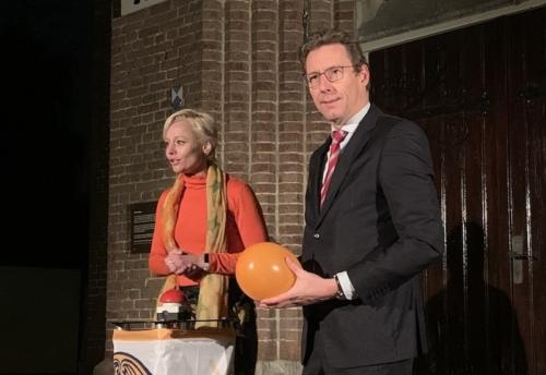 St. Urbanuskerk Bovenkerk - Orange the World - tegen geweld vrouwen