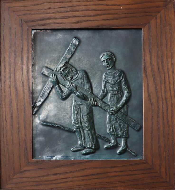 5e statie: Simon van Cyrene helpt Jezus het kruis te dragen