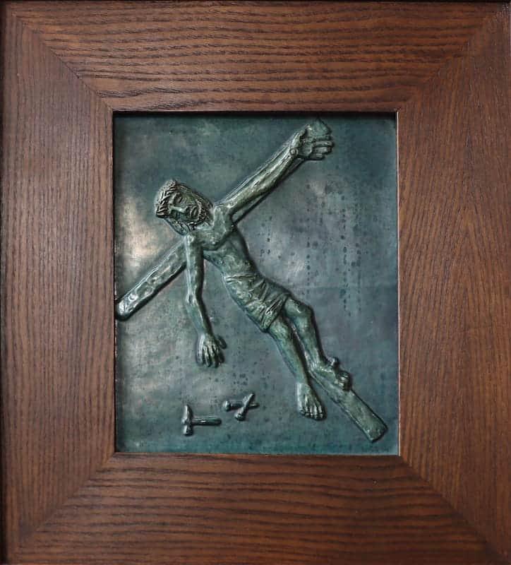 11e statie: Jezus wordt aan het kruis genageld