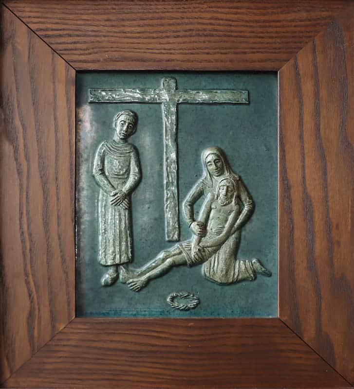 13e statie: Jezus wordt van het kruis genomen
