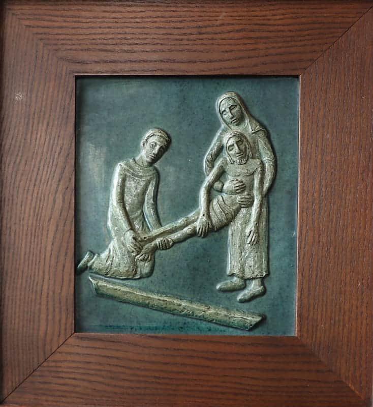 14e statie: Jezus wordt in het graf gelegd