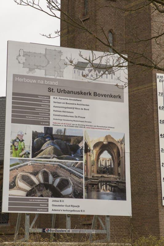 Bord herbouw na brand St. Urbanuskerk Bovenkerk